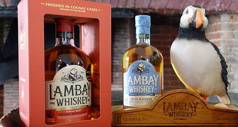 Irische Produkte: Lambay Single Malt und der Lambay Small Batch Blend – mit Papageitaucherfigur.